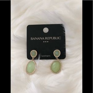 Banana republic emerald green drop earrings